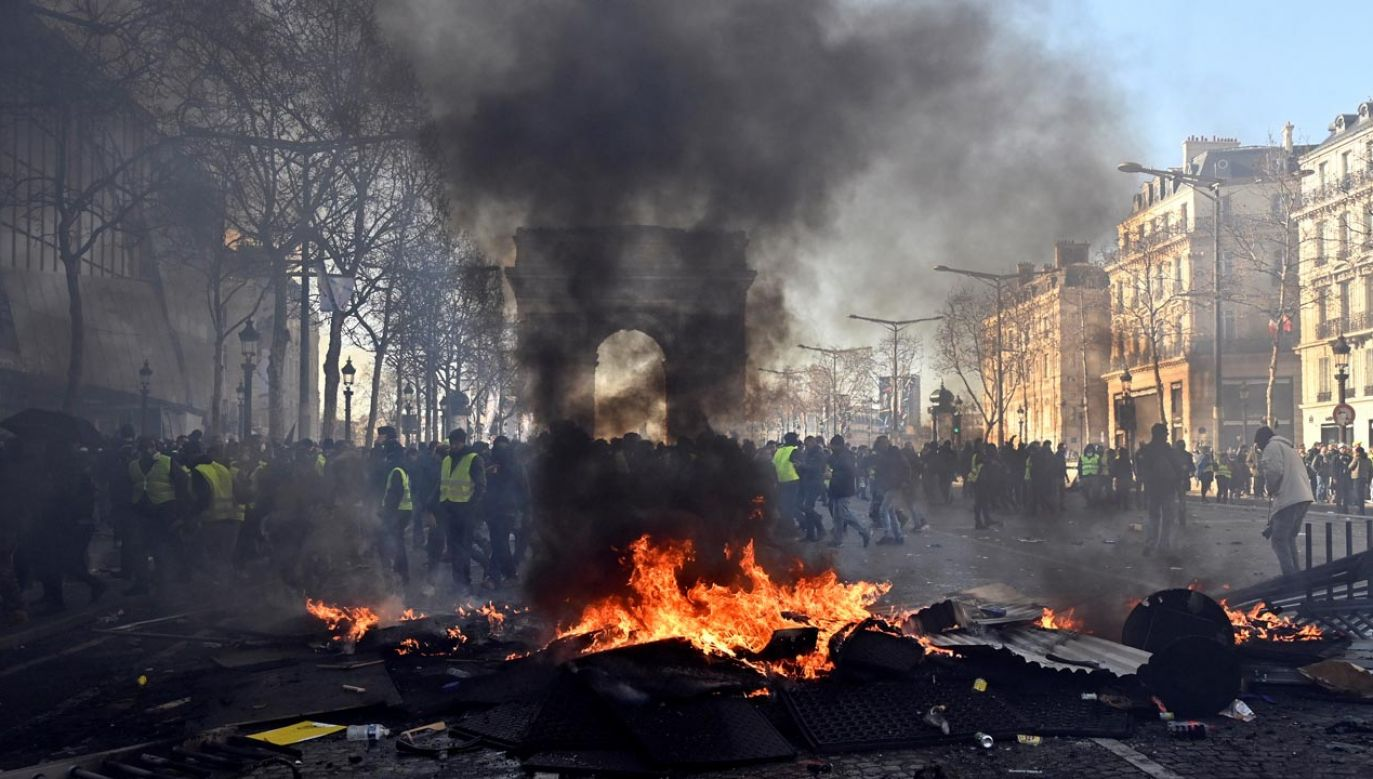 Paryż podczas zamieszek 16 marca (fot.Mustafa Yalcin/Anadolu Agency/Getty Images)