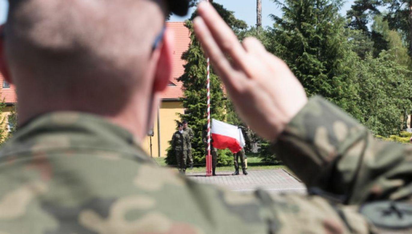 Żołnierz nie wahał się nawet chwili (fot. PAP/Lech Muszyński)