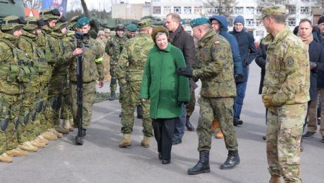 Wiceszefowa NATO z wizytą na Mazurach. Odwiedziła żołnierzy (fot. PAP/Paweł Szewczyk)