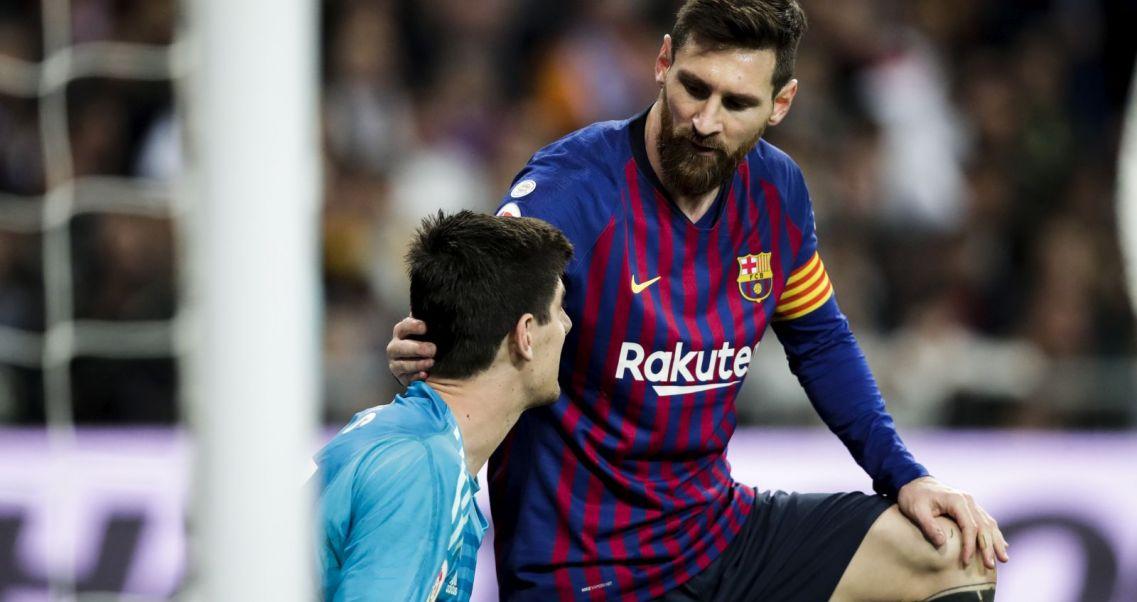 d7e5ef9c6f Barcelona przygotowuje propozycję. Thibaut Courtois (L) i Lionel Messi  (fot. Getty Images)