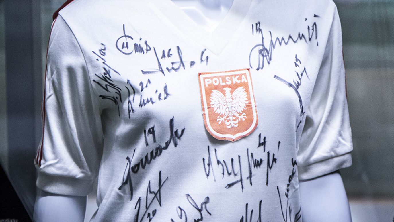 d26650383 Wszystkie koszulki są unikatowe, bo opatrzone autografami osób (fot. mat.  pras.)
