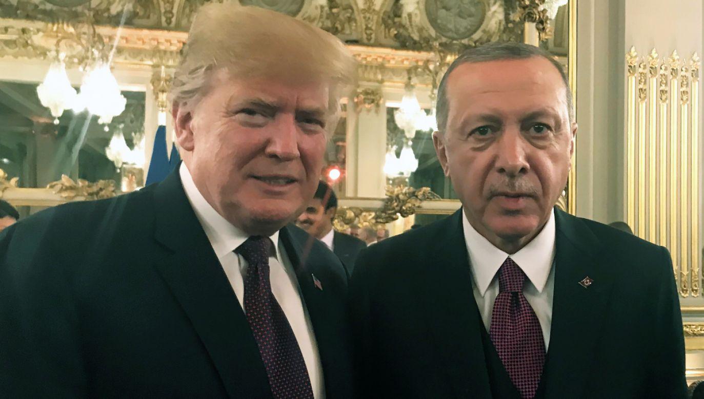 Prezydenci USA i Turcji Donald Trump i Recep Tayyip Erdogan  przeprowadzili rozmowę telefoniczną (fot. PAP/EPA/TURKISH PRESIDENTIAL PRESS OFFICE)