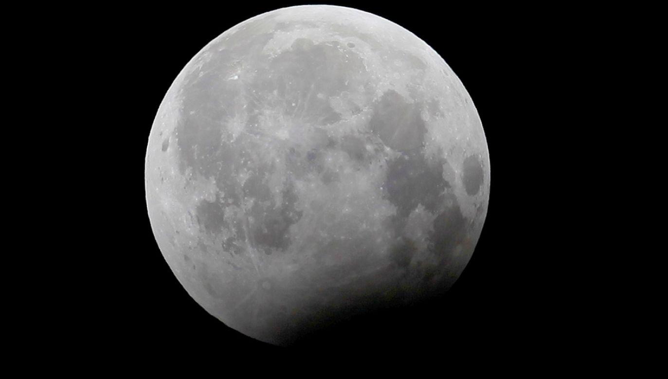 Najdłuższe od 100 lat zaćmienie Księżyca nastąpi 27 lipca (fot. REUTERS/Faisal Mahmood)