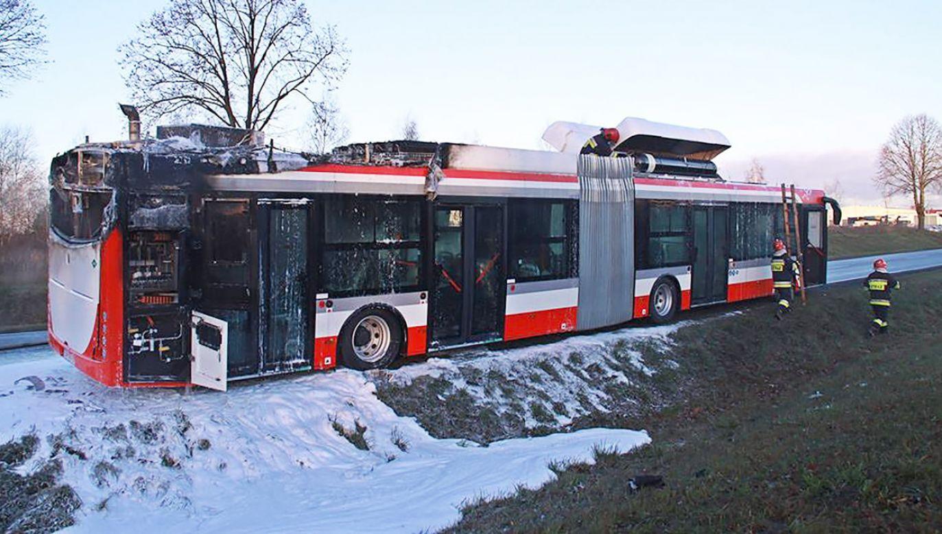 W zeszłym roku na ul. Legionów w Częstochowie autobus marki Solbus o napędzie gazowo-elektrycznym spłonął na drodze (fot. Jednostka Ratowniczo-Gaśnicza nr 4 w Bydgoszczy)