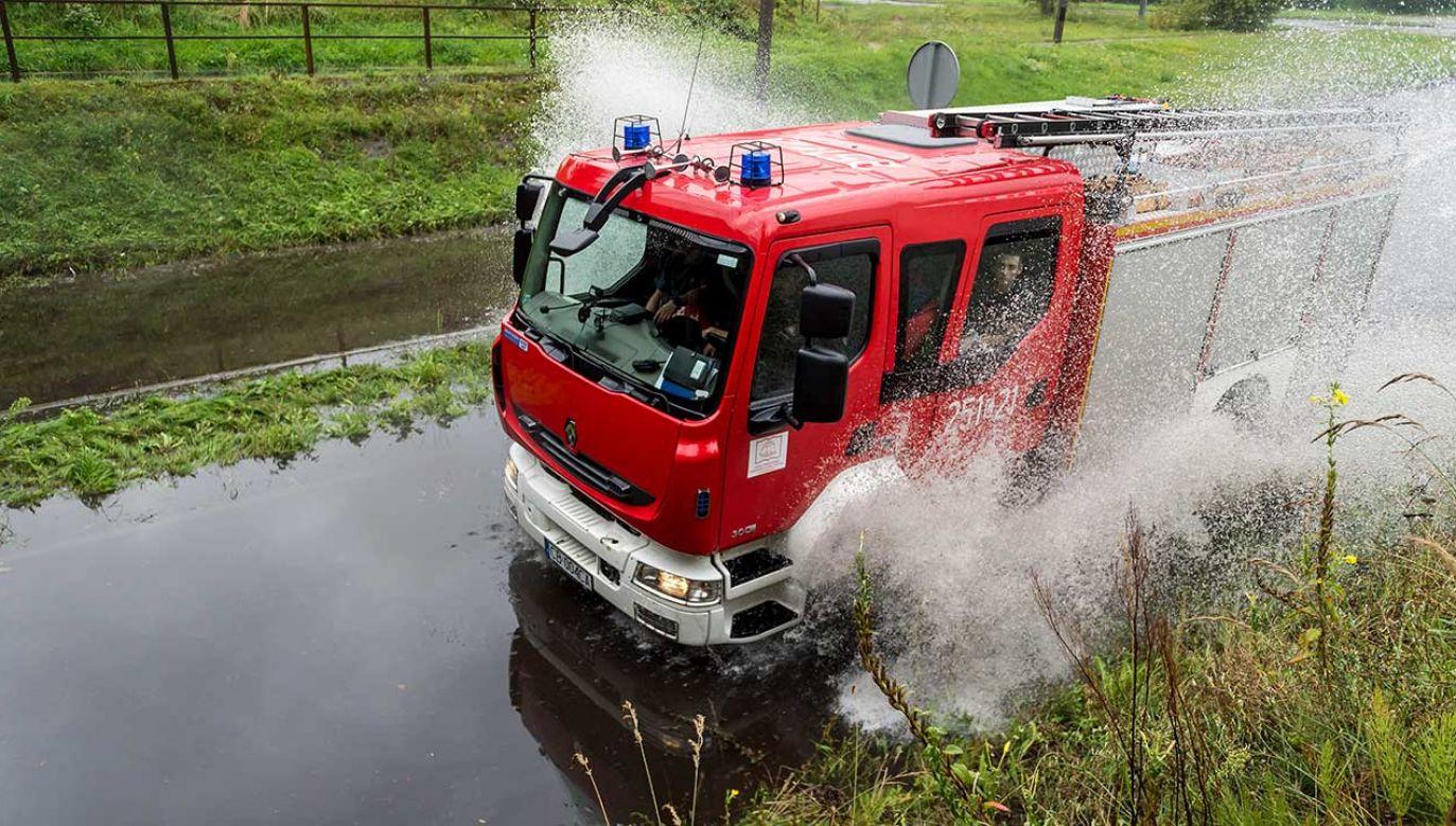 Od wtorku do środy rano strażacy interweniowali ponad 600 razy (fot. PAP/Tytus Żmijewski)