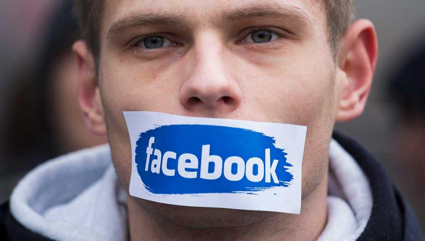 """""""Polski rząd uruchomił wspólnie z Facebookiem pierwszy na świecie punkt, w którym użytkownicy portalu mogą zgłaszać nieuzasadnione cenzurowanie treści"""" (fot. Krystian Dobuszynski/NurPhoto via Getty Images)"""