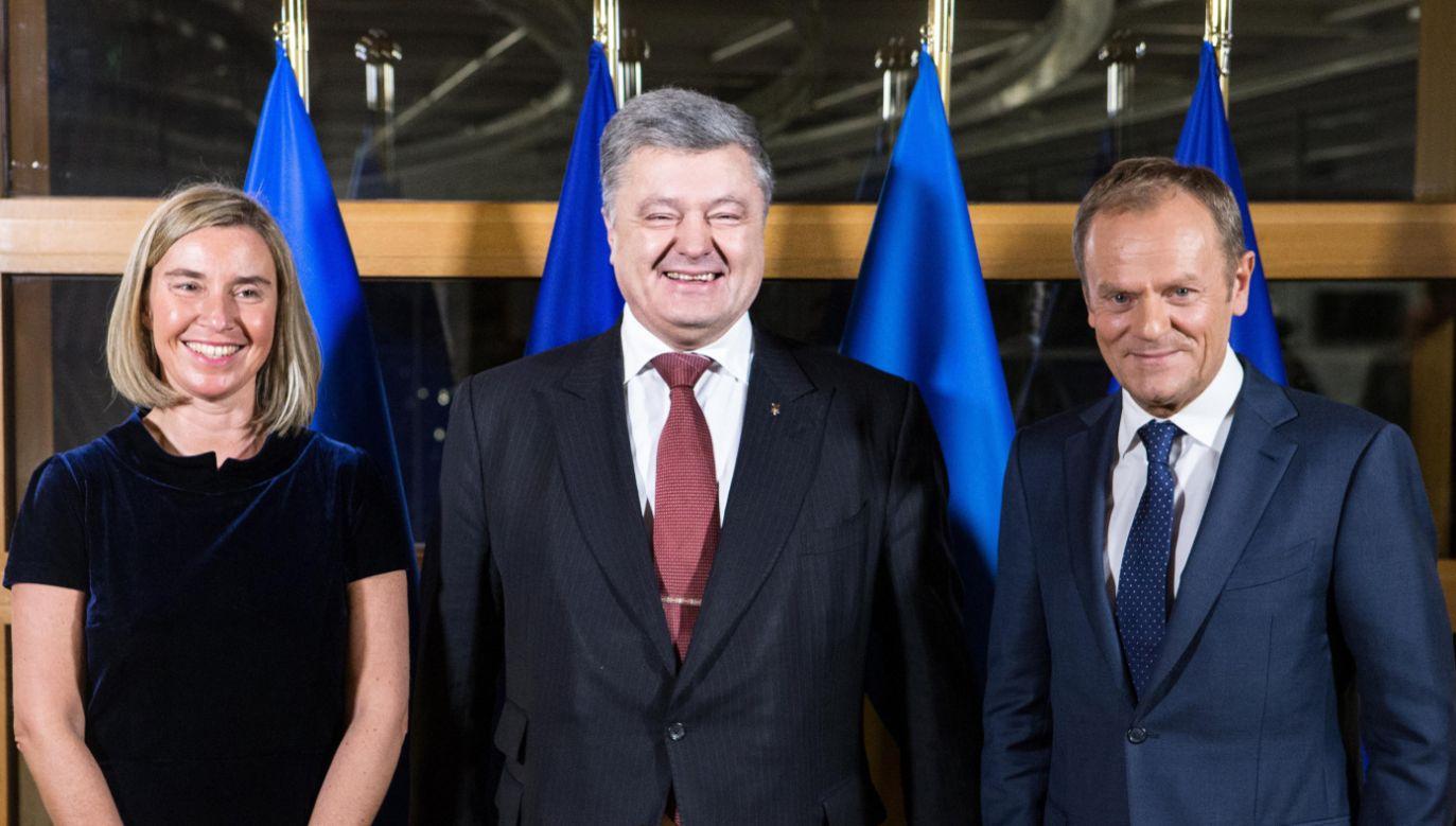 Od lewej: wysoki przedstawiciel UE do spraw zagranicznych i polityki bezpieczeństwa Federica Mogherini, prezydent Ukrainy Petro Poroszenko i szef RE Donald Tusk (fot. PAP/EPA/ARIS OIKONOU)