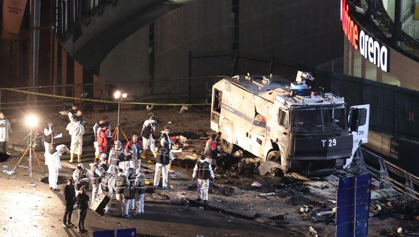 Terroryści zdetonowali dwa ładunki wybuchowe  przy wejściu na stadion klubu Besiktas(fot. arch. PAP/TOLGA BOZOGLU)
