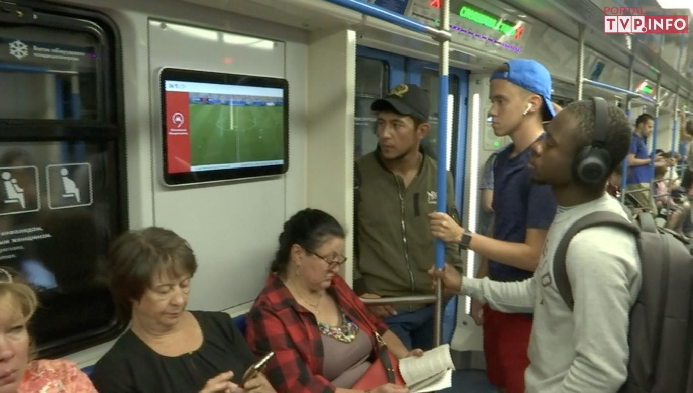 Transmisja meczu w moskiewskim metrze
