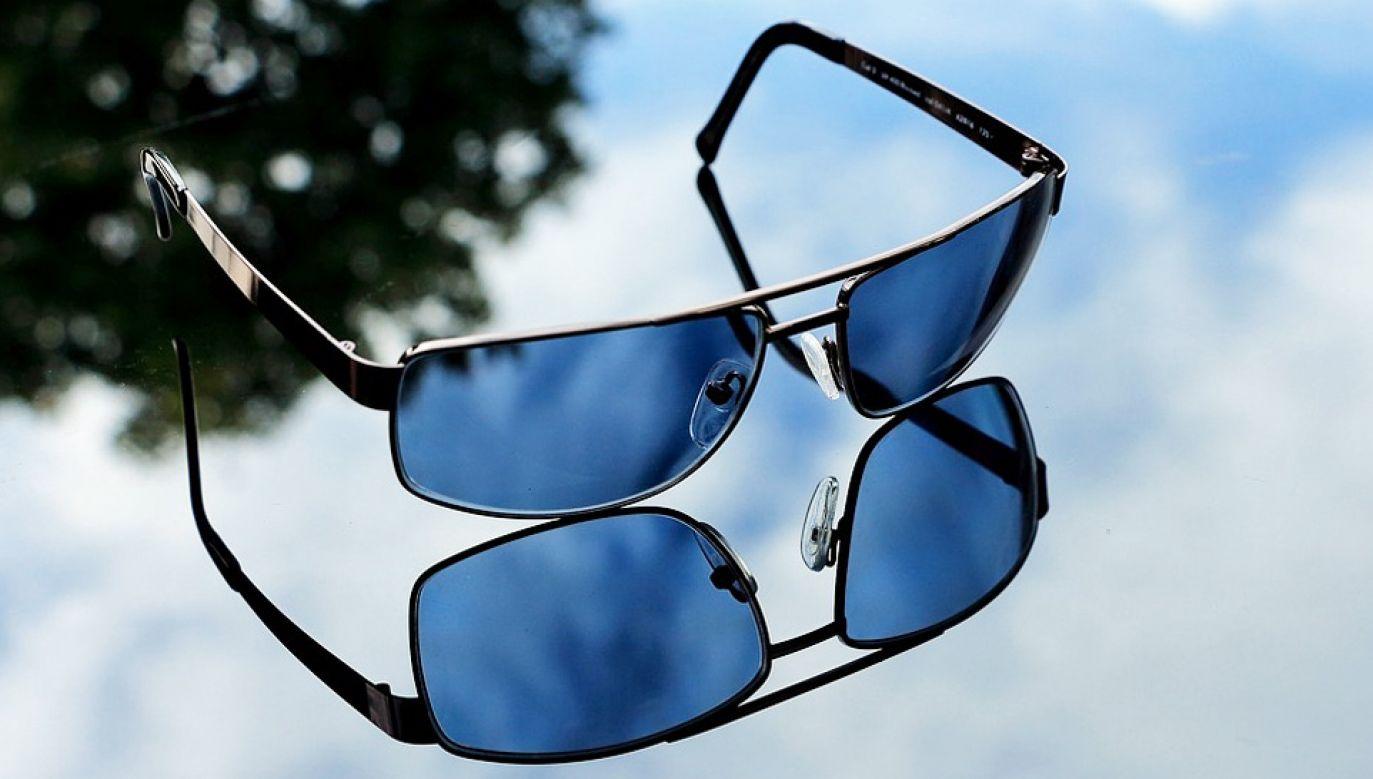 Zebrano 994 pary okularów korekcyjnych i przeciwsłonecznych (fot. Pixabay/herbert2512)