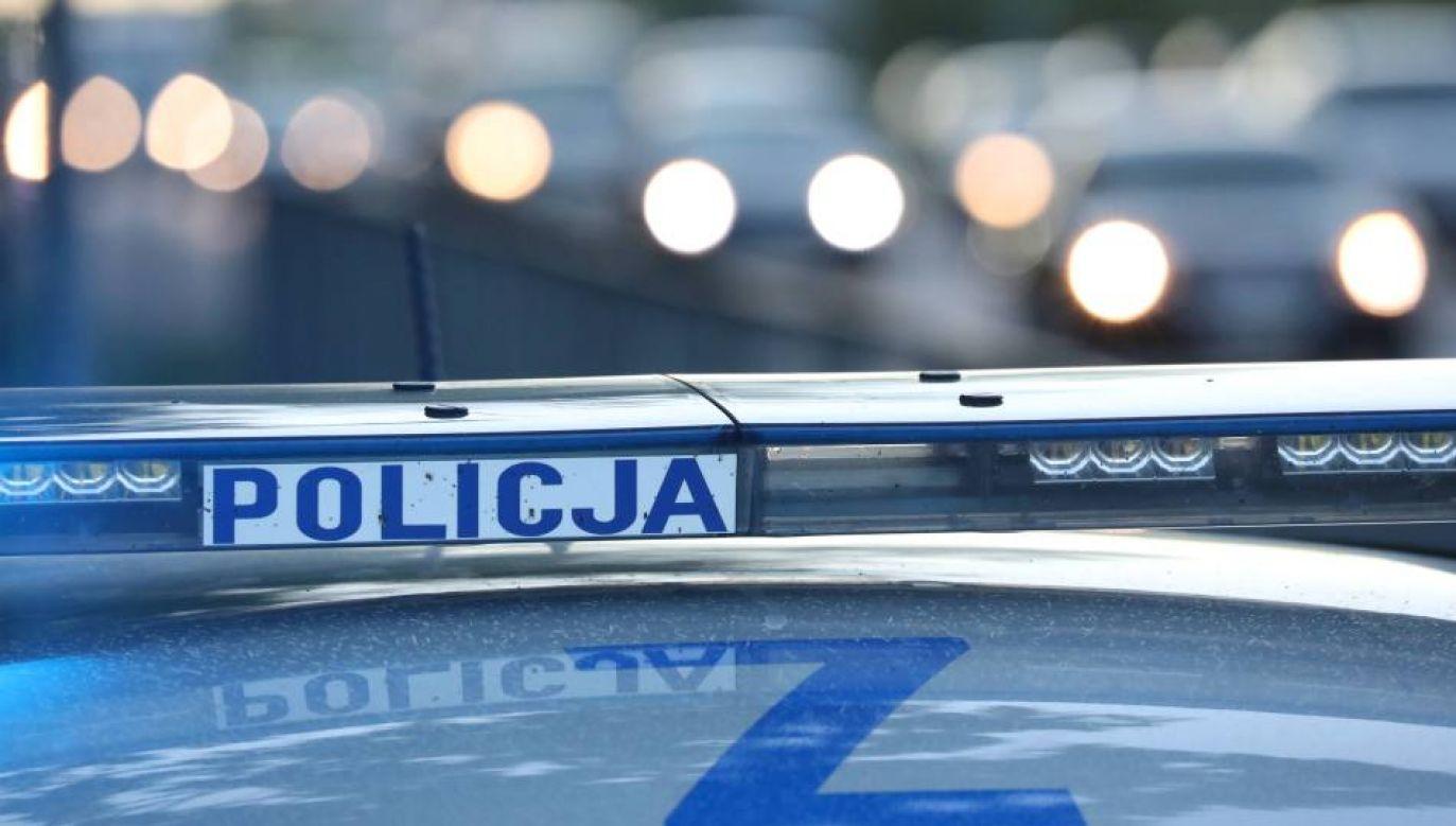 Funkcjonariusz doznał urazu nogi i po opatrzeniu został zwolniony do domu (fot. PAP/Tomasz Gzell)