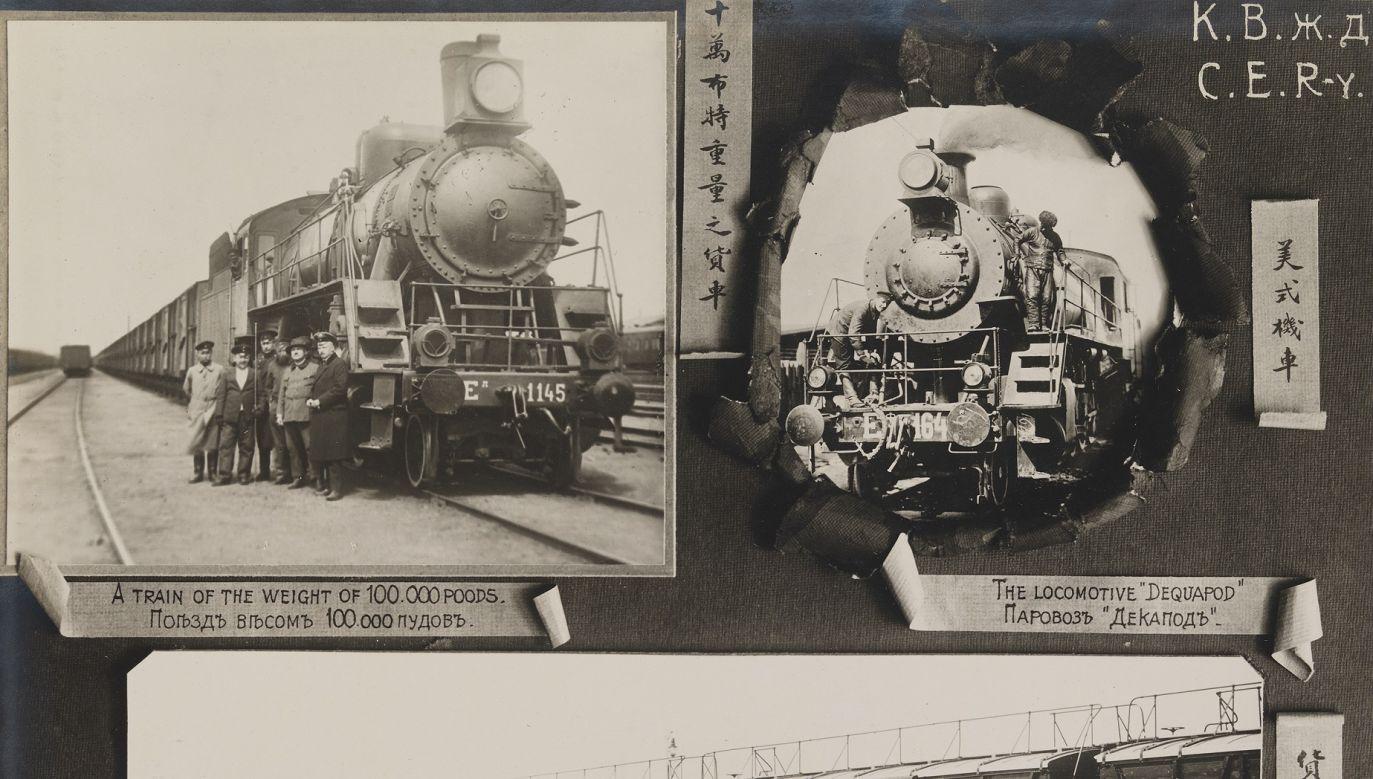 """Kolej Wschodniochińska, widok lokomotyw i samochodów towarowych, lata 1903-1919. Zdjęcie jest częścią albumu """"Views of the Chinese Eastern Railway"""", który zawiera 42 odbitki fotograficzne. Fot. Wikimedia Commons/ DeGolyer Library, Southern Methodist University, https://www.flickr.com/photos/smu_cul_digitalcollections/14240411225"""