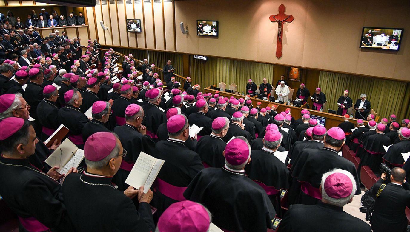 Papież mówił do biskupów włoskich o kryzysie powołań i ubóstwie (fot. PAP/EPA)