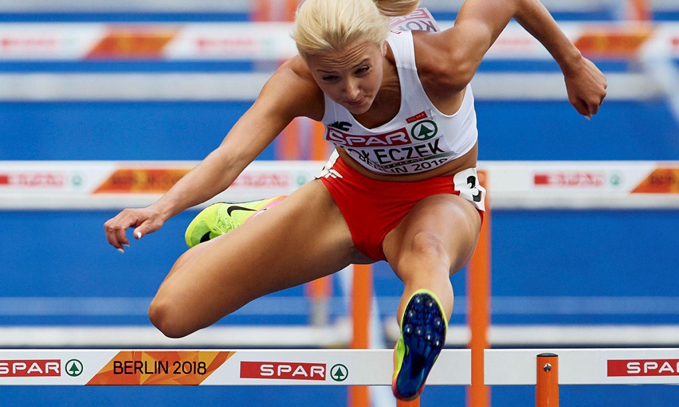 Karolina Kołeczek w biegu na 100 m przez płotki (fot. PAP/Adam Warżawa)