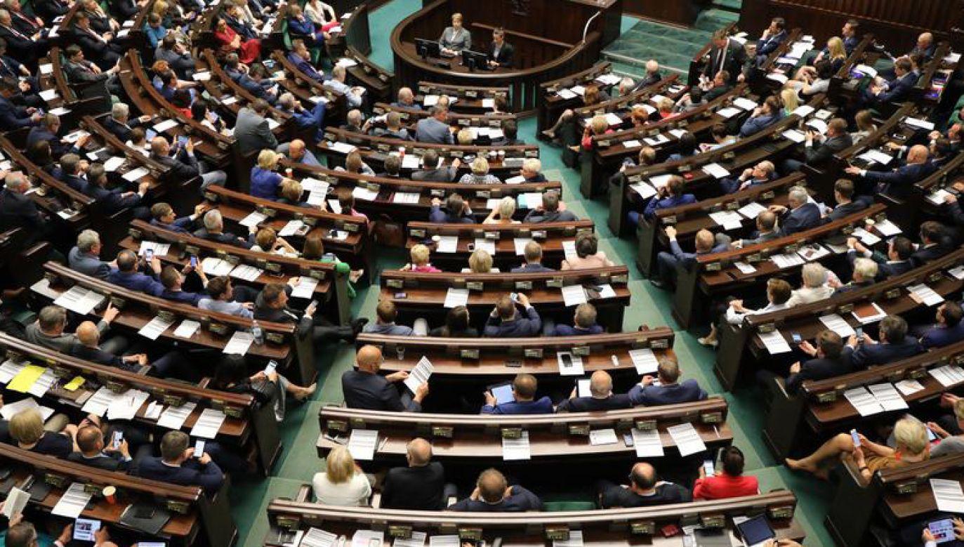 Gdyby wybory parlamentarne odbyły się w maju, w Sejmie znalazłoby się pięć partii (fot. Sejm RP/Rafał Zambrzycki)