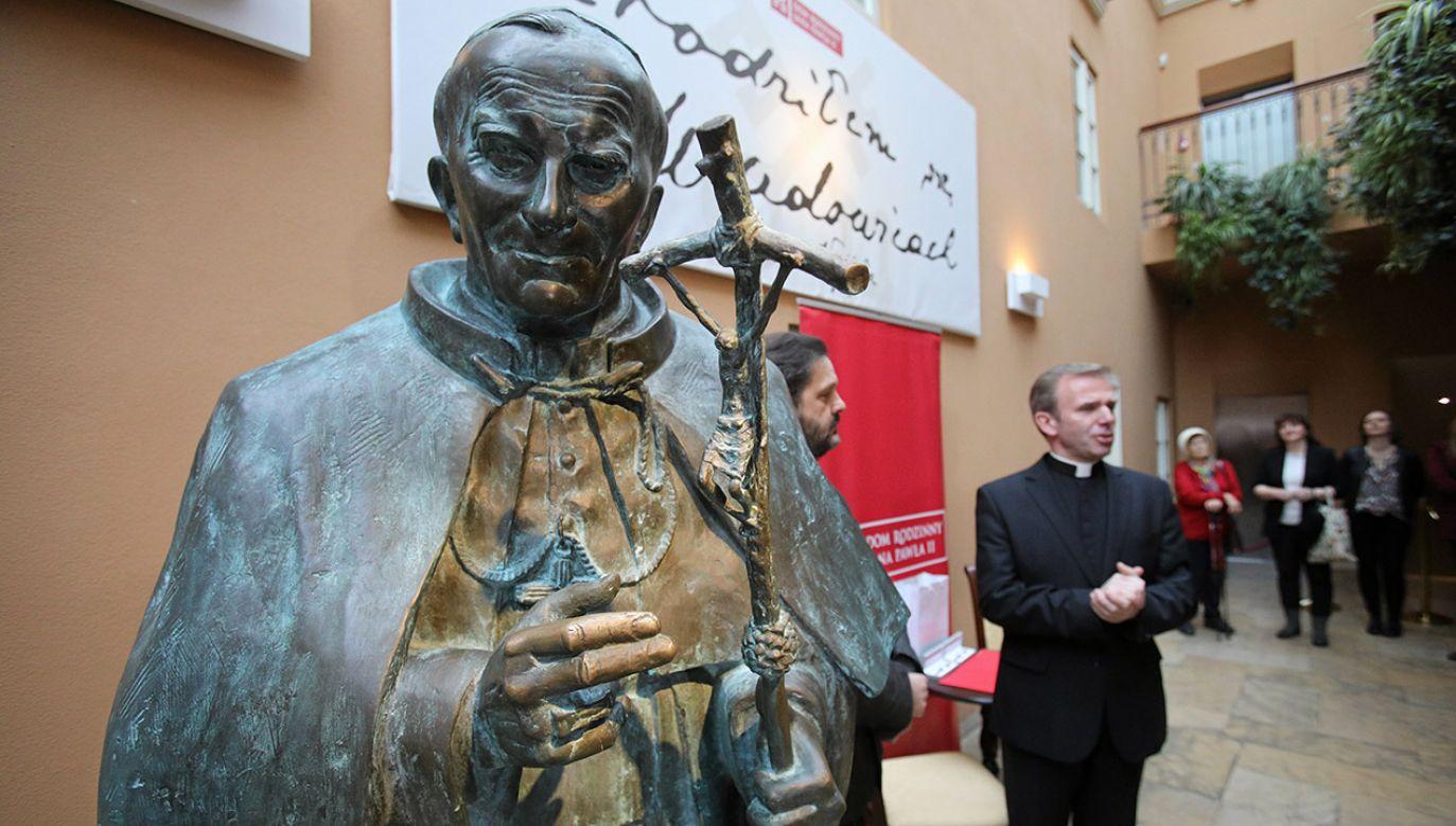 Pomnik Jana Pawła II (fot. arch.PAP/Stanisław Rozpędzik)
