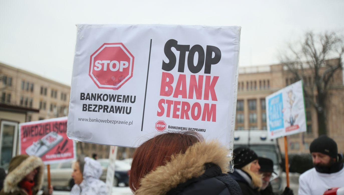 Protest frankowiczów - osób poszkodowanych przez banki (fot. PAP/Leszek Szymański)