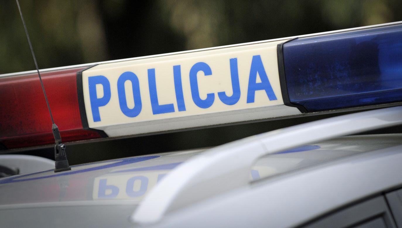 W komendzie w Sanoku policjanci musieli negocjować z przybyłym mężczyzną, by ten oddał im granat (fot.Jaap Arriens/ Getty Images)