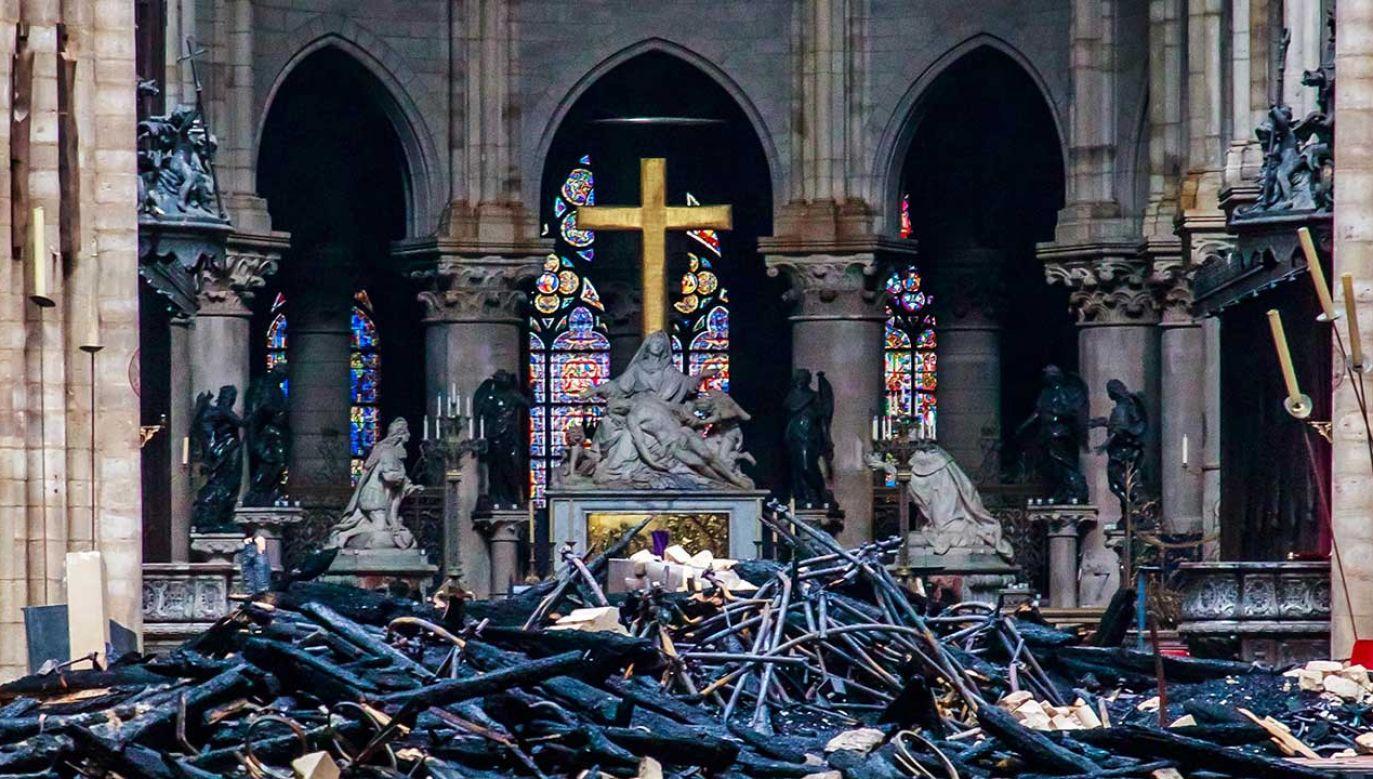 Według ekspertów na skutek pożaru ucierpiało tylko kilka procent zabytków (fot. REUTERS/Christophe Petit Tesson/Pool)