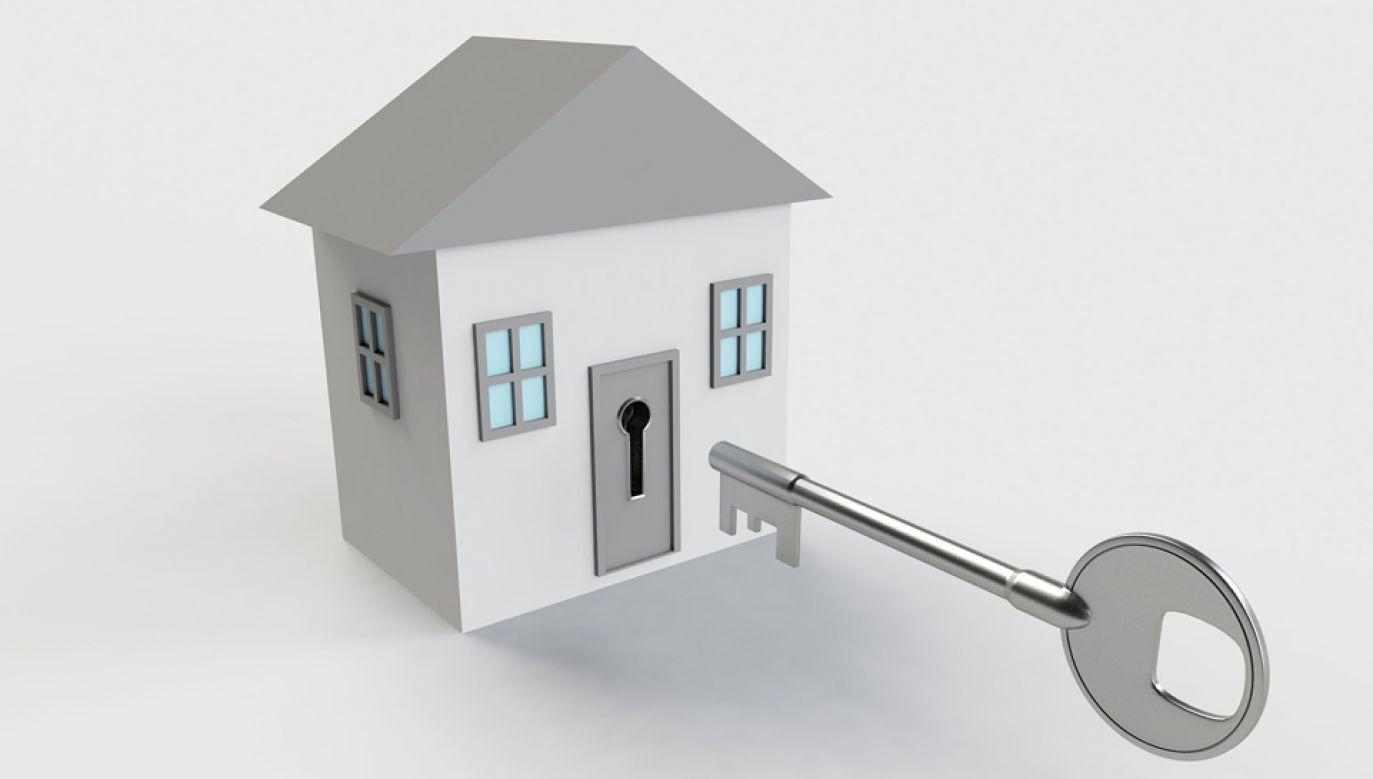 Każdy człowiek ma prawo do poszanowania jego życia prywatnego i rodzinnego (fot. pixabay/qimono)