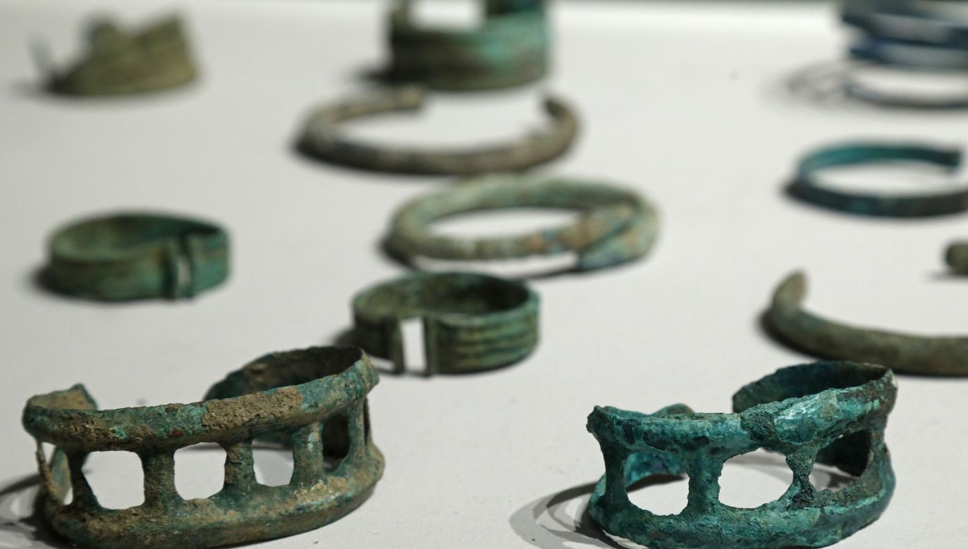 Polish authorities seize unique Bronze-age adornments. Photo:  PAP/Artur Reszko