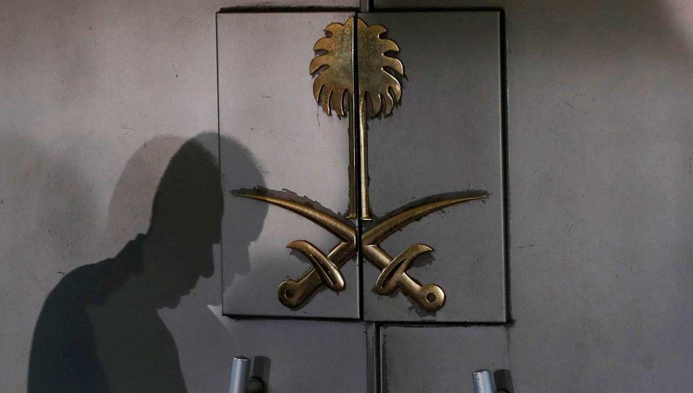 Wejście do konsulatu Arabii Saudyjskiej, gdzie ostatni raz był widziany dziennikarz Dżamal Chaszodżdżi  (fot. REUTERS/Murad Sezer)