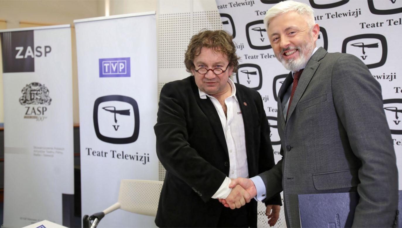 Prezes zarządu głównego ZASP Paweł Królikowski i wiceprezes TVP Maciej Stanecki (fot. PAP/Leszek Szymański)