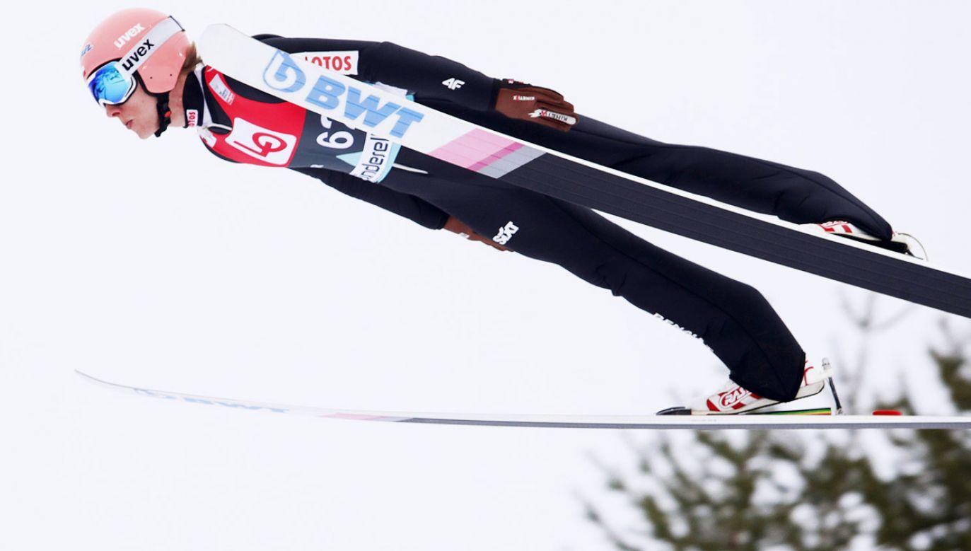 Dawid Kubacki w kwalifikacjach skoczył 214,5 m (fot. PAP/EPA/TERJE BENDIKSBY)