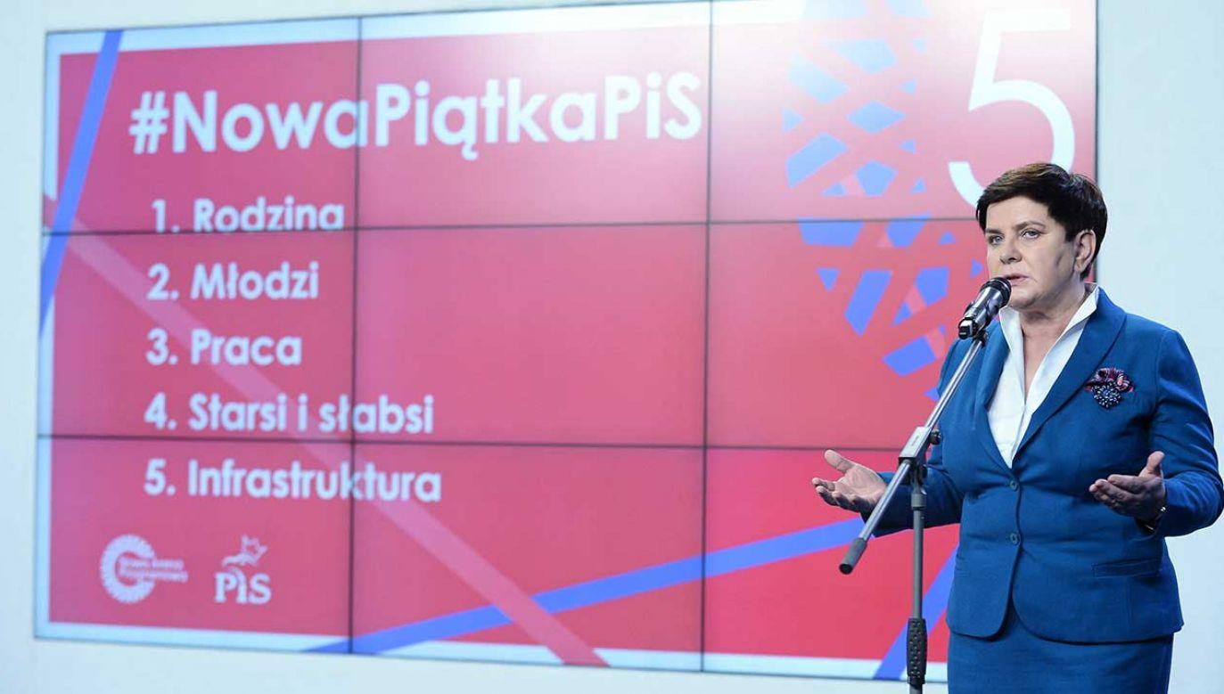 Wicepremier Beata Szydło podczas konferencji prasowej w Warszawie (fot. arch. PAP/Marcin Obara)