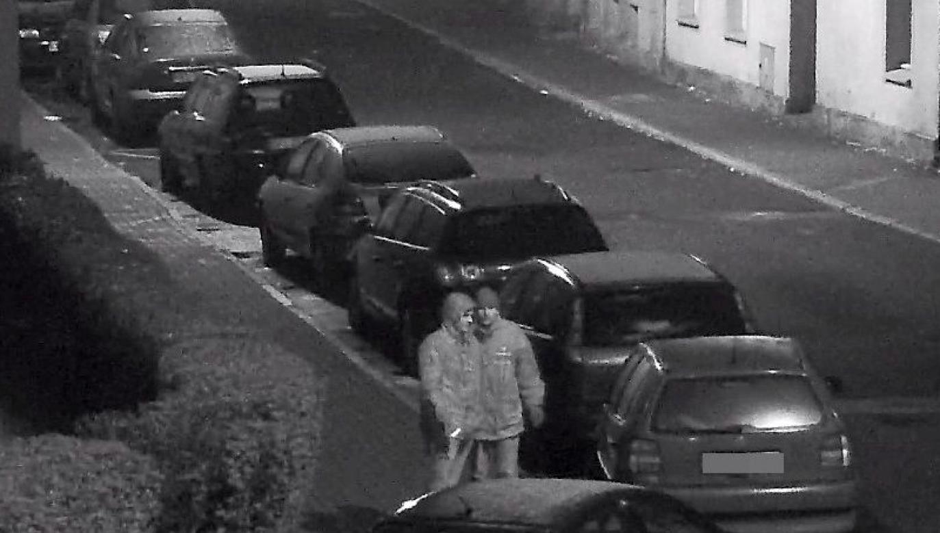 Po wejściu do środka złodziej zrabował wyroby ze złota, srebra oraz markowe zegarki (fot.policja.pl)