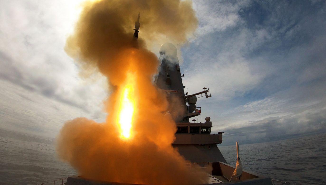 Brytyjski okręt HMS Defender testuje swój system przeciwlotniczy Sea Viper u wybrzeży Szkocji (fot. BRITISH ROYAL NAVY)