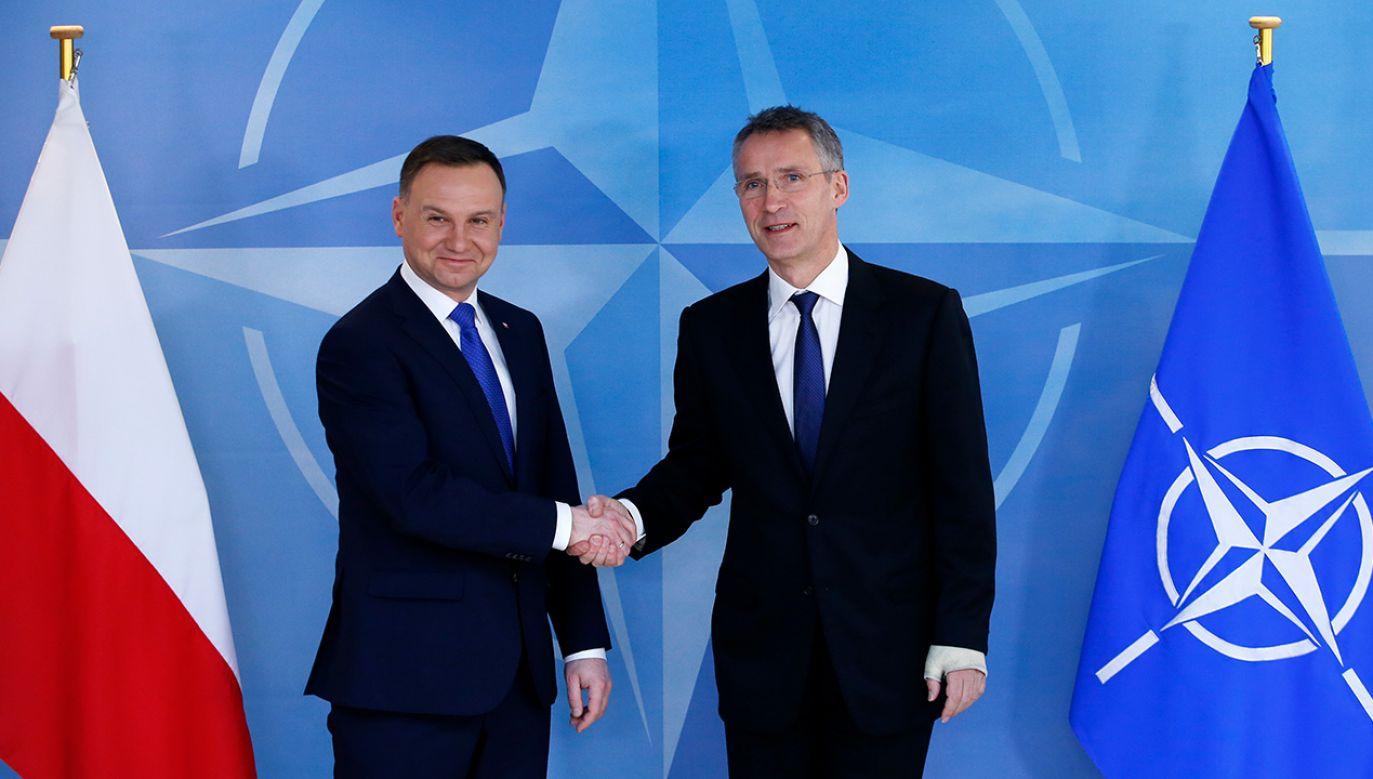 Prezydent Polski Andrzej Duda wraz z Sekretarzem Generalnym NATO Jens'em Stoltenbergiem (fot. REUTERS/Francois Lenoir)