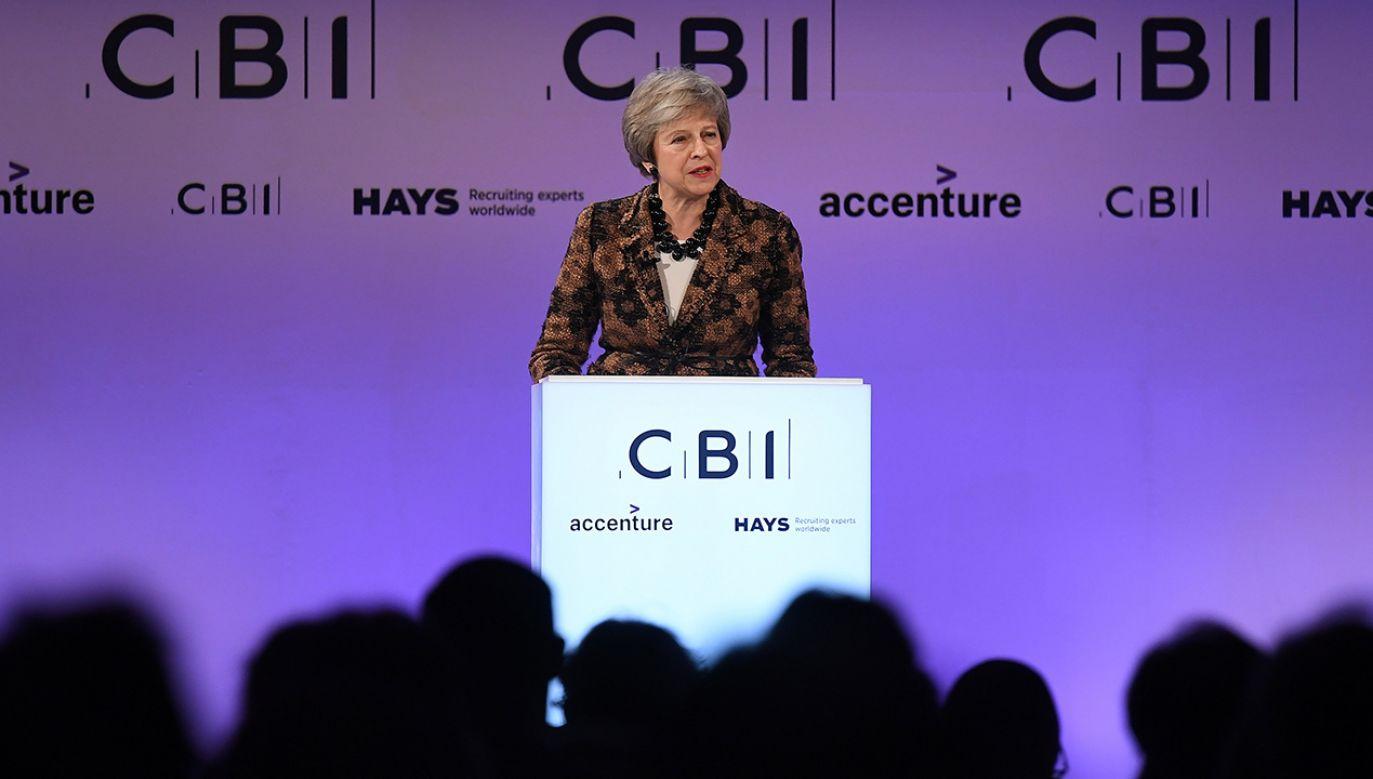 Brytyjska premier Theresa May przemawia na corocznej konferencji Confederation of British Industry (CBI) w Londynie (fot. PAP/EPA/ANDY RAIN)