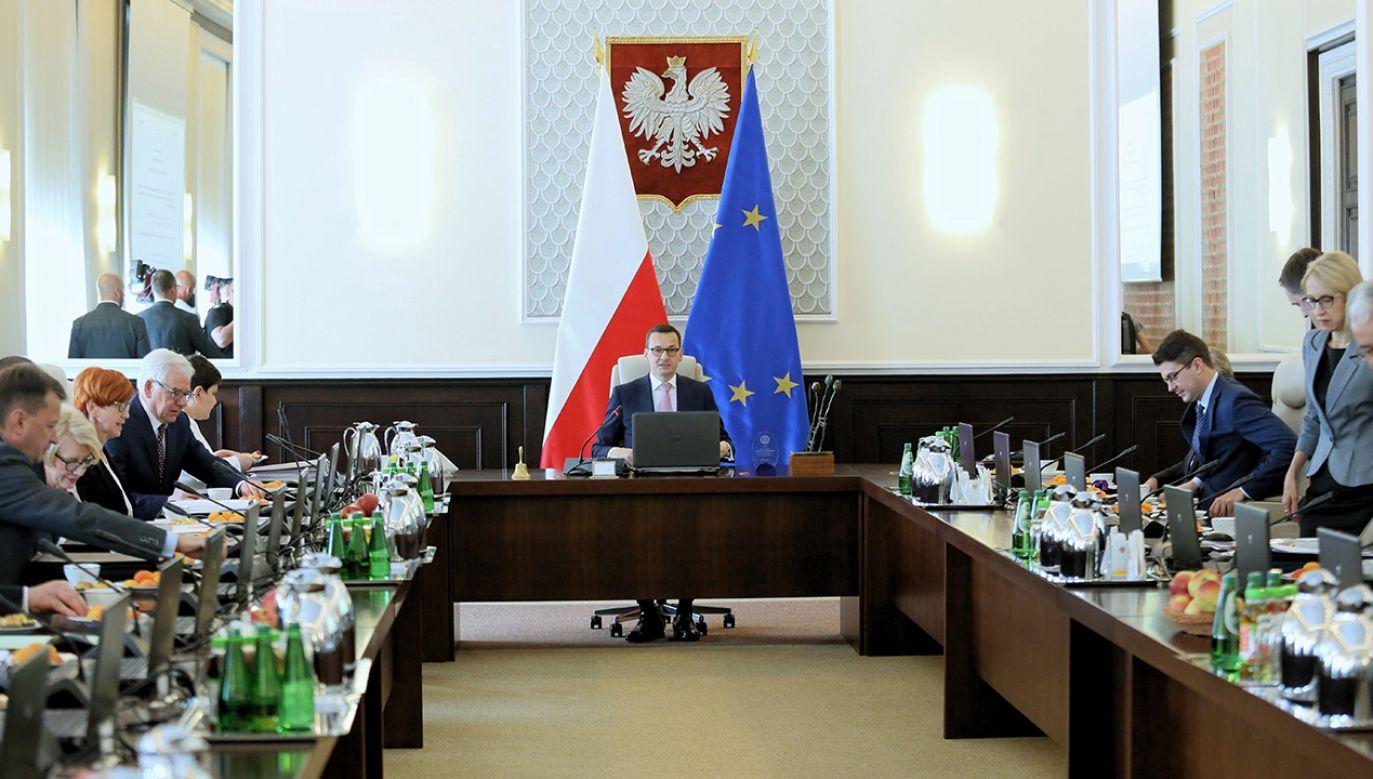 Premier Mateusz Morawiecki przed posiedzeniem rządu (fot. arch. PAP/Leszek Szymański)