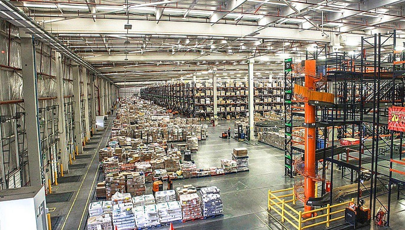 Zagraniczne firmy otwierają w Polsce m.in. centra logistyczne (fot. Pixabay/GRAPHICALBRAIN