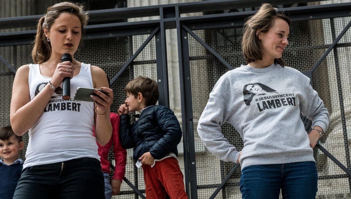 Vincenta Lamberta i jego rodzinę wspierają setki ludzi w całej Francji. Również w Lyonie sprzeciwiano się planom zaprzestania żywienia chorego. Fot. Nicolas Liponne/NurPhoto via Getty Images