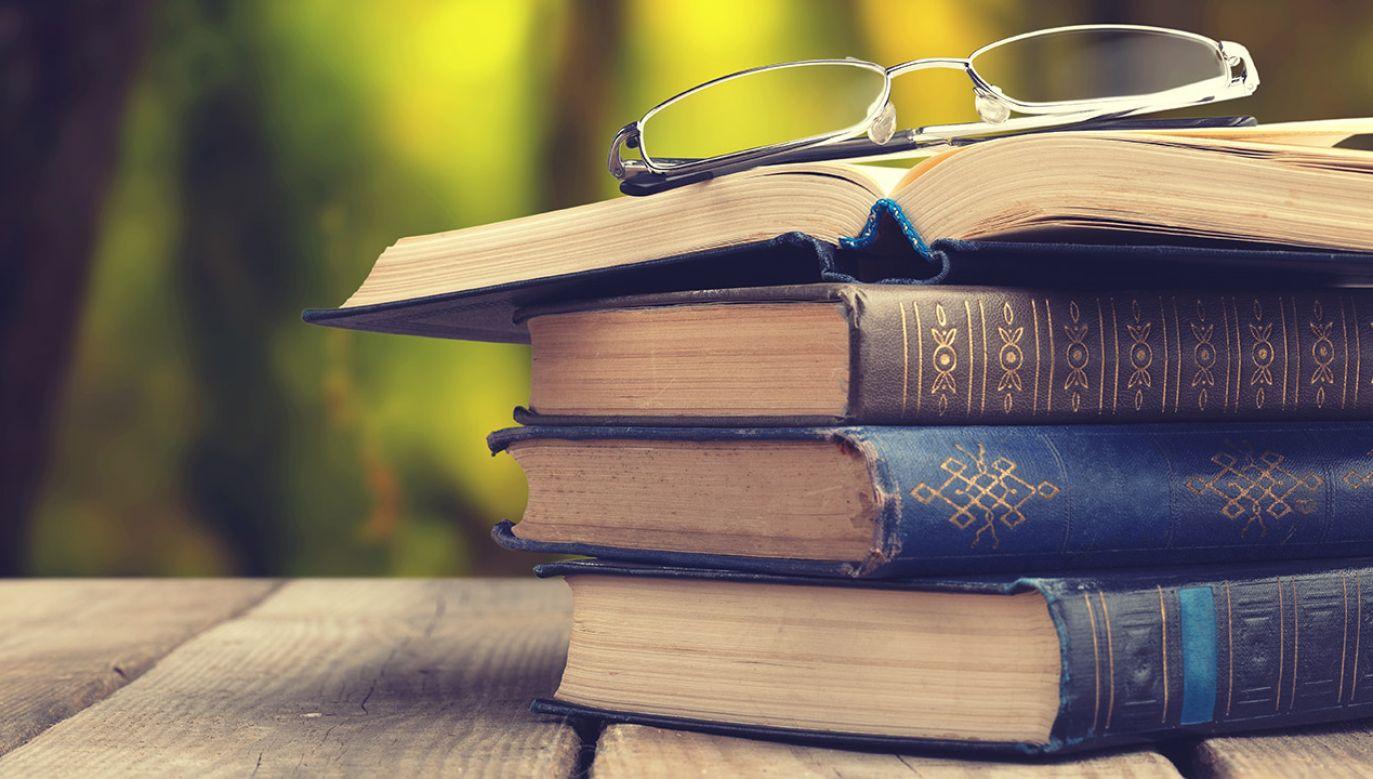Tom osiągnął rekordową cenę i stał się najdroższą francuską książką, jaką kiedykolwiek sprzedano na aukcji (fot. Shutterstock/Billion Photos)