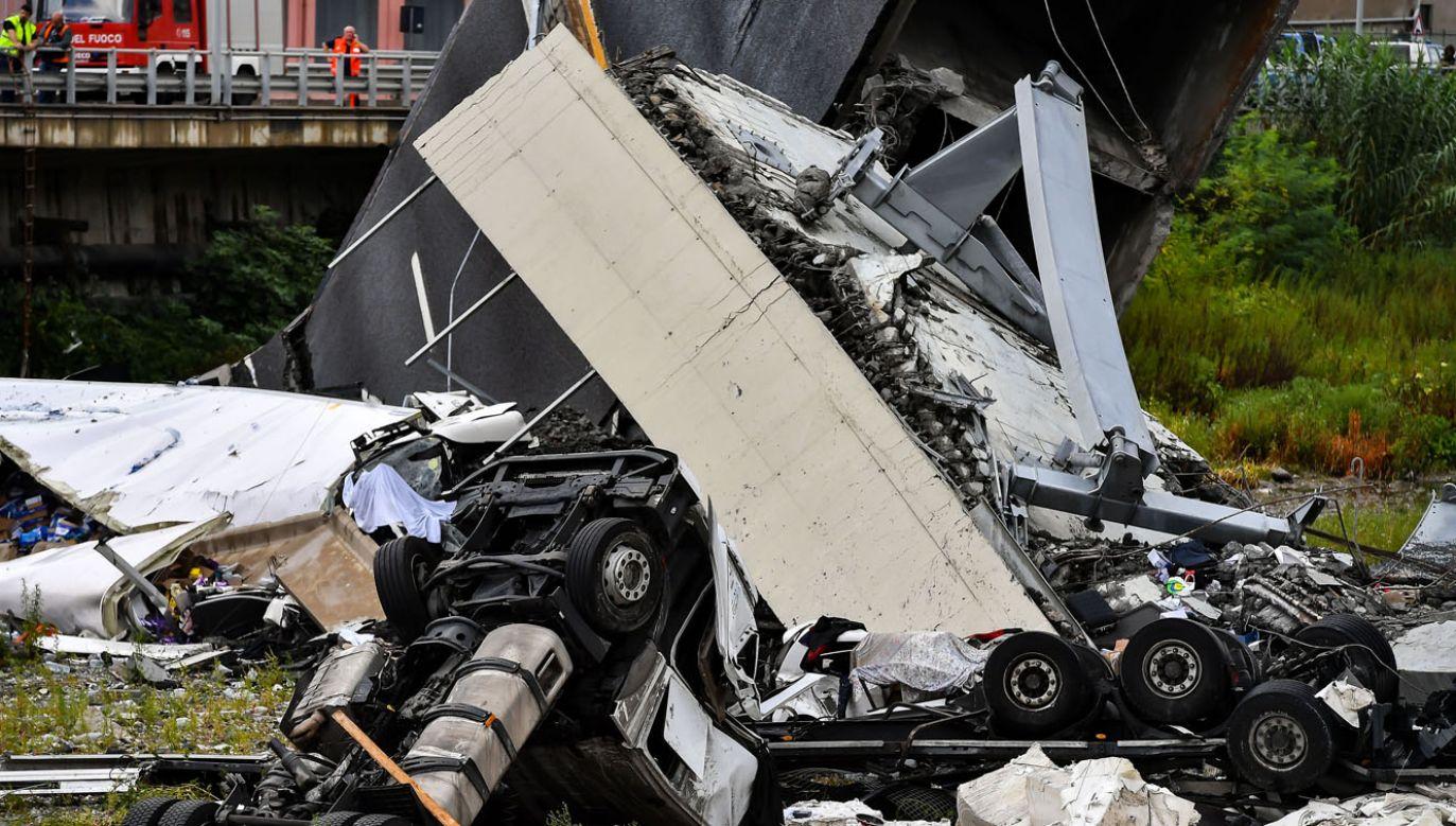 Firma Autostrade per l'Italia obarczana jest przez włoski rząd odpowiedzialnością za zawalenie się mostu na autostradzie A10 (fot. Paolo Rattini/Getty Images)