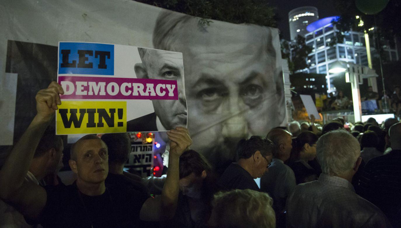Tysiące Izraelczyków demonstrowało w sobotę w Tel Awiwie przeciwko desygnowanemu na premiera Benjaminowi Netanjahu (fot. Amir Levy / Stringer / Getty Images)