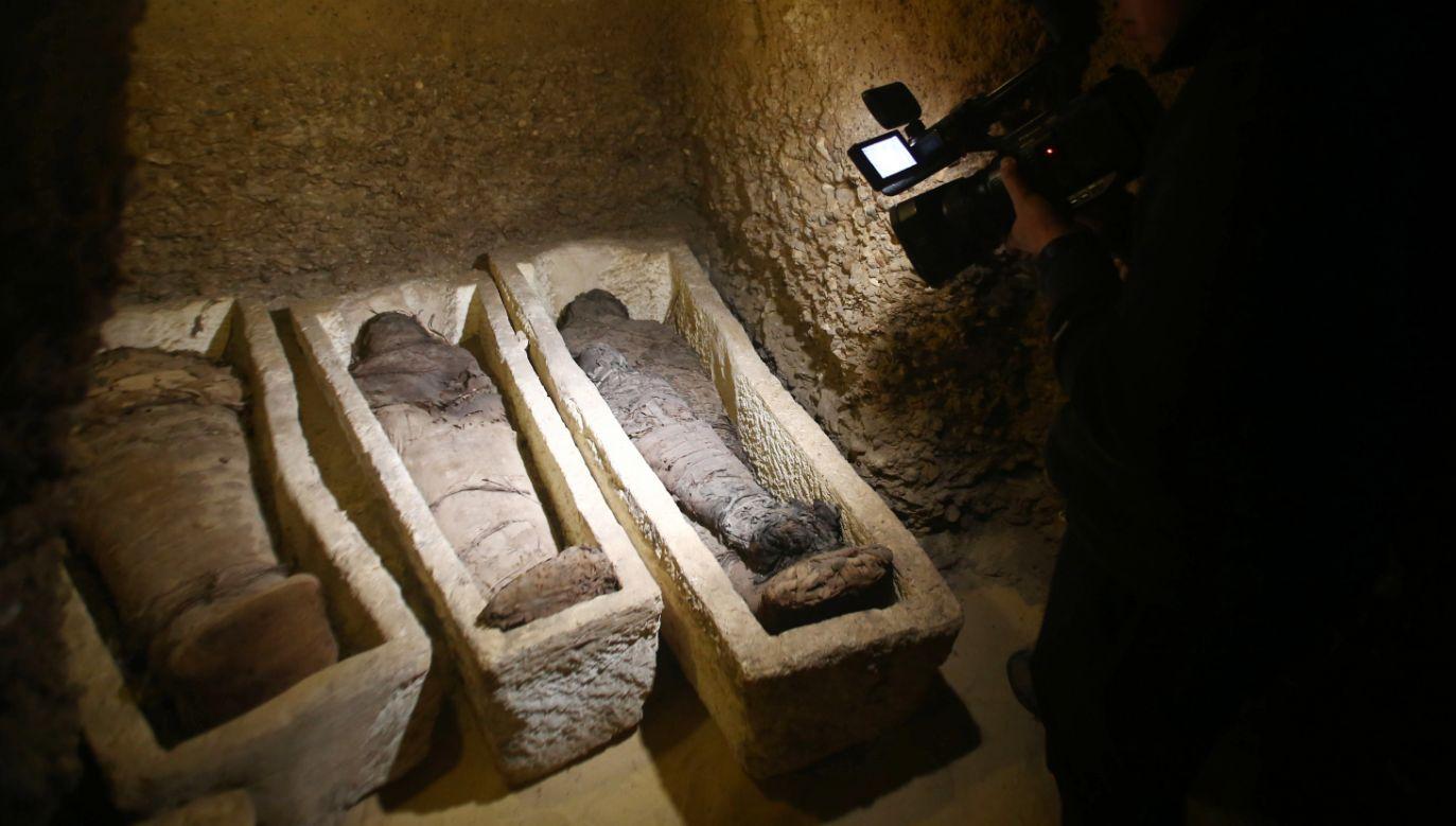 Egipcjanie pochwalili się cennym znaleziskiem (fot. PAP/EPA/STR)