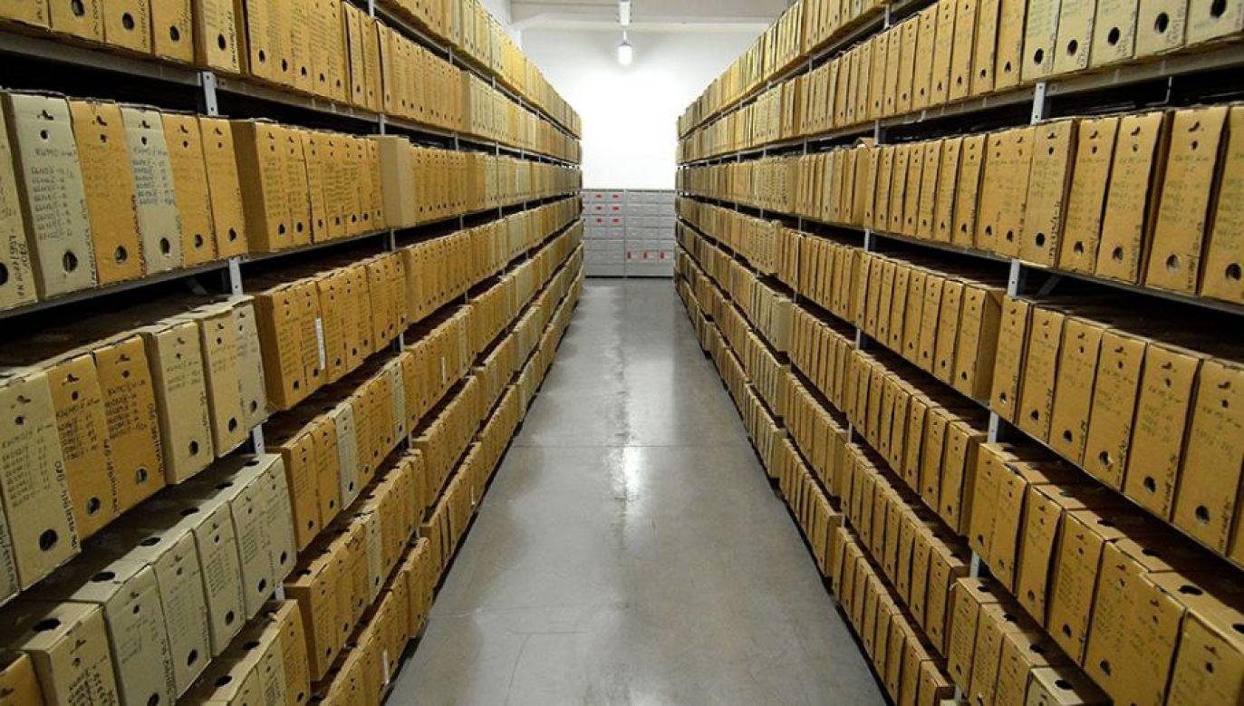 Informacja taka znajduje się przy nazwisku kandydata, na obwieszczeniach komisji wyborczych (fot. wikipedia.org/Adrian Grycuk)