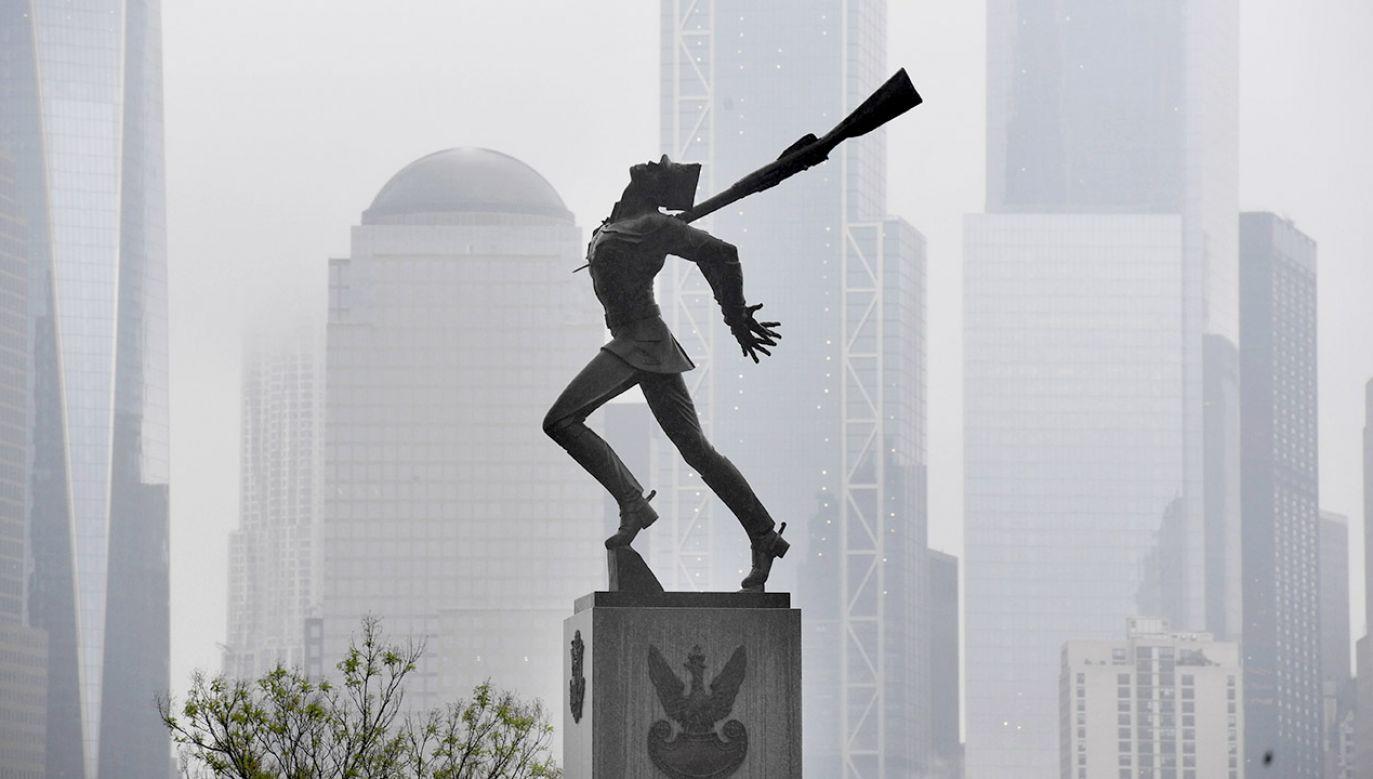 Pomnik Katyński w Jersey City (fot. arch.PAP/Radek Pietruszka)