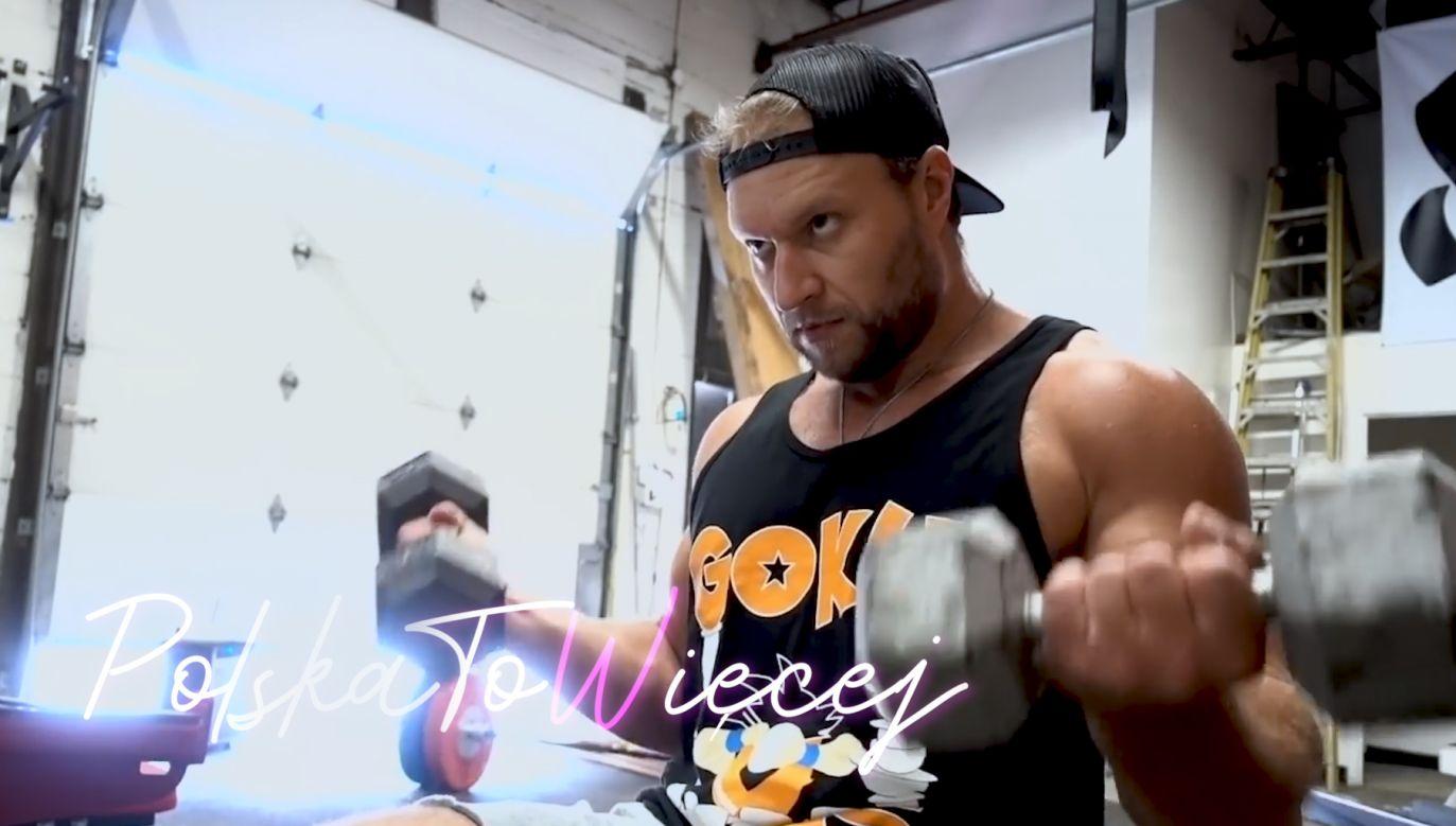 Peter Czerwinski podczas ćwiczeń (fot. youtube.com/Furious Pete)