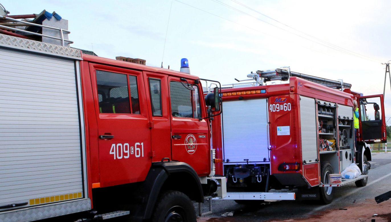 W chwili przybycia strażaków, w budynku nie było już ludzi (fot. OSP Jełowa i Daria)