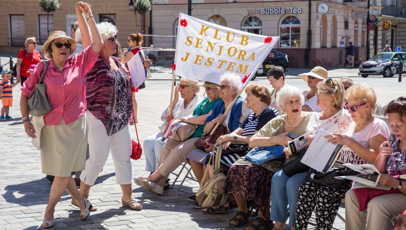 """""""Nie zapominajmy także, że osoby starsze to prawdziwa skarbnica wiedzy, mądrości życiowej i doświadczenia"""" (fot. arch. PAP/Wojtek Jargiło)"""