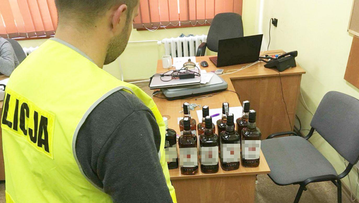 9 butelek o pojemności litra zostało zabezpieczonych przez Policję (fot. kujawsko-pomorska.policja.gov.pl)
