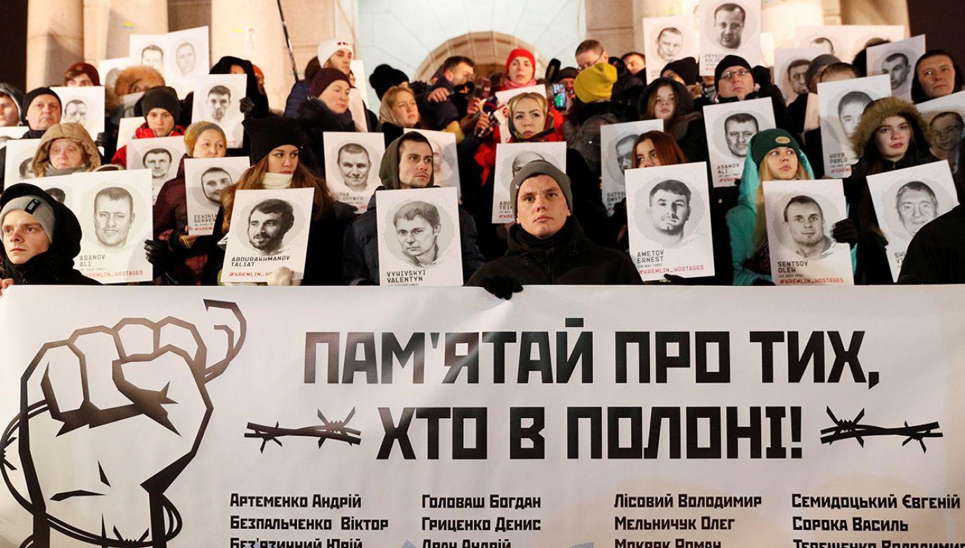 Protest przeciwko aresztowaniu przez Rosję ukraińskich marynarzy (fot. REUTERS/Valentyn Ogirenko)