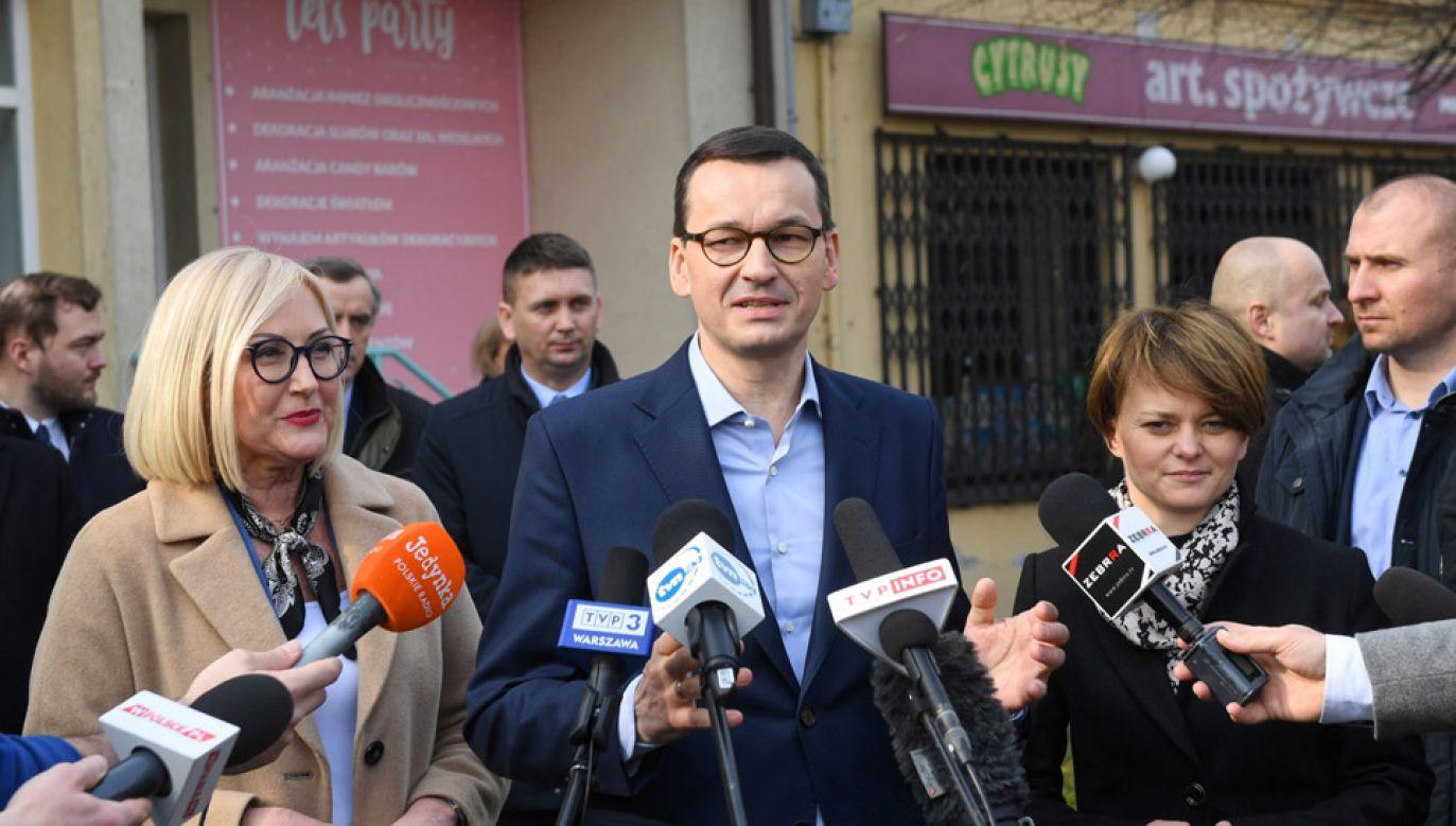 Premier Mateusz Morawiecki z wizytą w Białobrzegach (fot. PAP/Radek Pietruszka)
