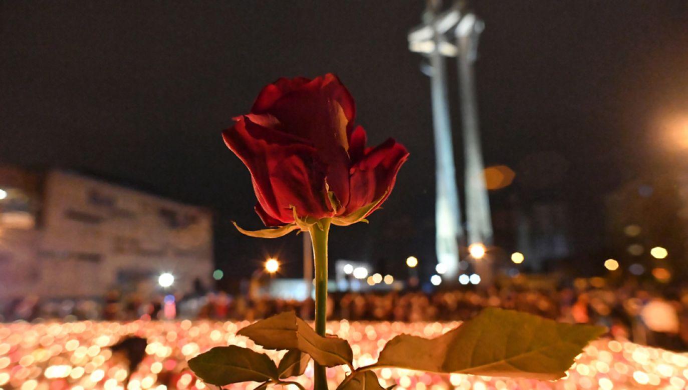 Nad tragedią w Gdańsku pochylała się cała Polska każdego dnia mijającego tygodnia. (fot. PAP/Adam Warżawa)
