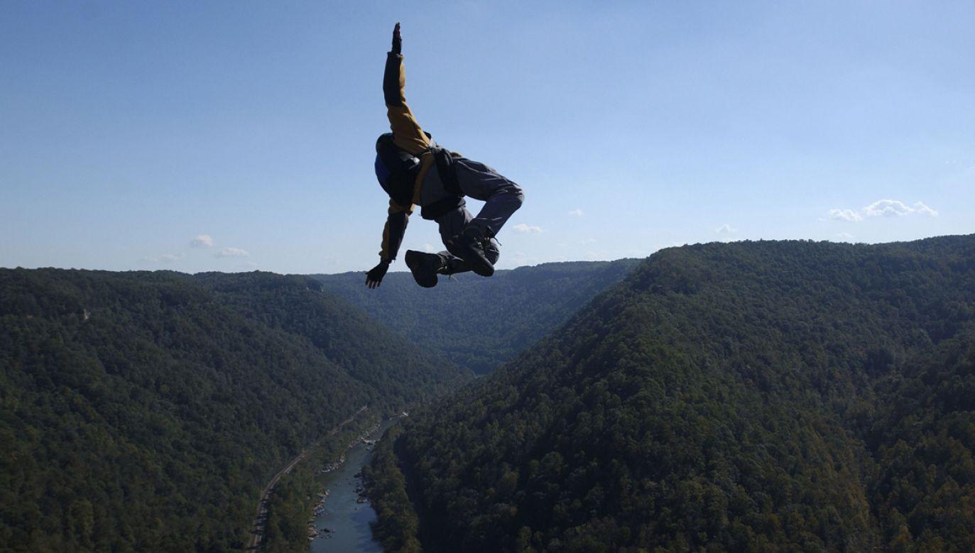 Szwedka spadła z wysokości 800 metrów (zdjęcie ilustracyjne; fot. Jeff Swensen/Getty Images)